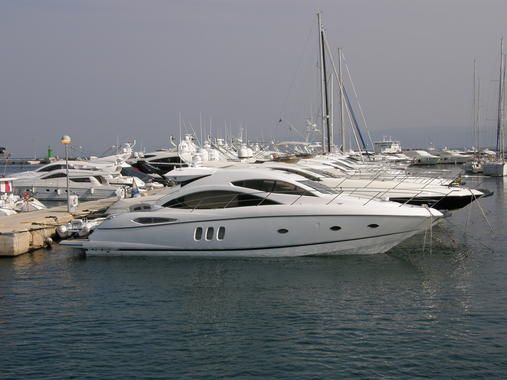 General information: Yacht ID. 102. Model: Sunseeker Predator 75. Produced: