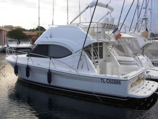 General information: Yacht ID. 121. Model: Riviera 33. Produced: