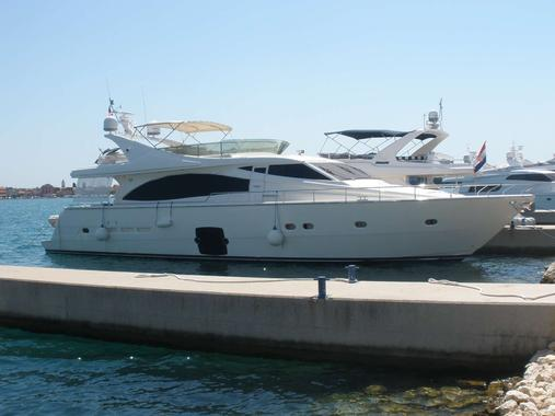 General information: Yacht ID. 213. Model: Ferretti 731. Produced: