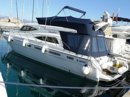General information: Yacht ID. 266. Model: Sealine T52. Produced: