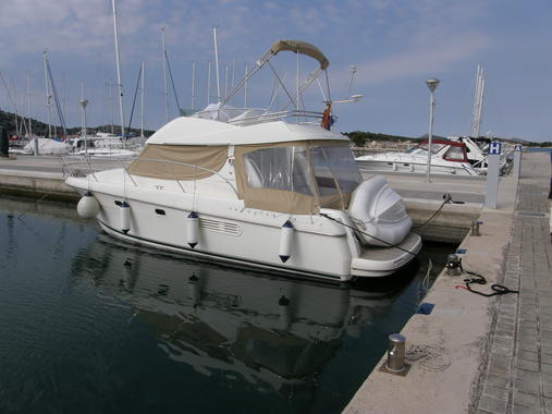 General information: Yacht ID. 288. Model: Jeanneau Prestige 32. Produced: