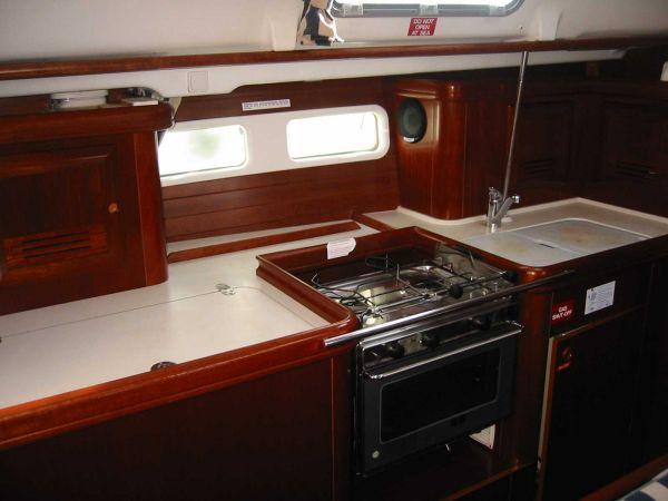 Yacht Photos: Beneteau Oceanis 411 Clipper